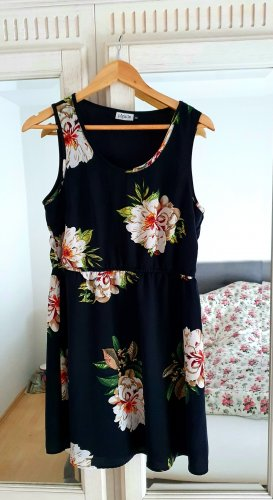 Schwarzes Blumen-Kleid