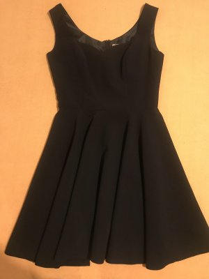 Schwarzes Cocktail Kleid mit Herzausschnitt
