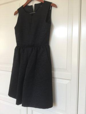 Schwarzes Cocktailkleid von Hallhuber aus der aktuellen Kollektion