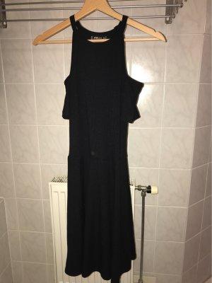 Schwarzes Cold-Shoulder-Kleid