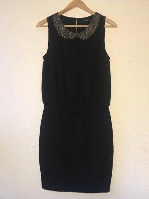 Schwarzes elegantes Kleid mit Schmuckkragen von Zara