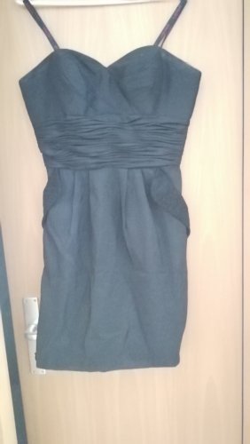 Schwarzes elegantes Kleid, trägerlos