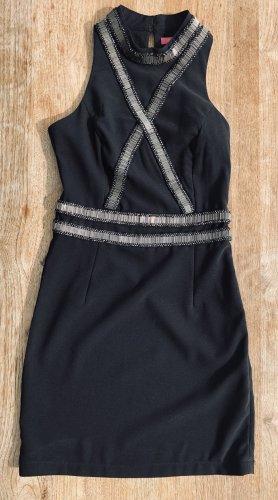 Schwarzes enganliegendes Kleid
