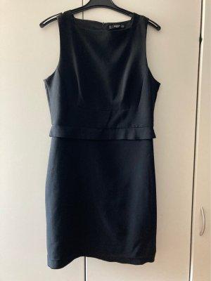 Schwarzes Etui Kleid mit Schlitz