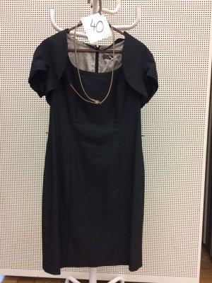 schwarzes Etui-Kleid zu verkaufen