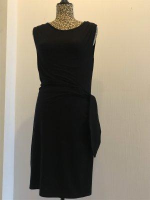 Schwarzes figurbetontes Kleid Blaumax