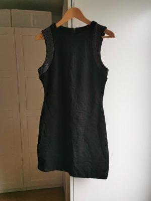 Schwarzes, figurbetontes Mini-Kleid