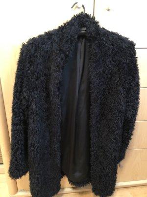 schwarzes flausch Mantel