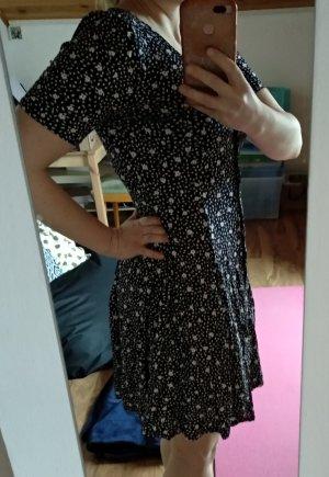 schwarzes geblümtes Kleid