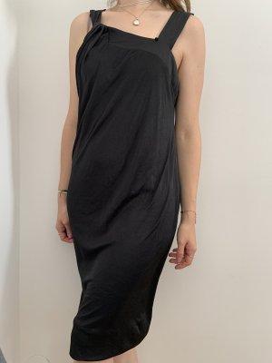Schwarzes Kleid / Anna Rita N
