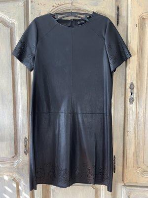 Schwarzes Kleid aus Kunstleder