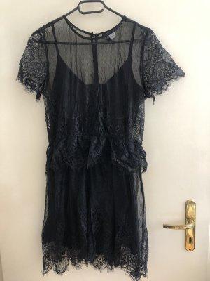 Schwarzes Kleid bestickt