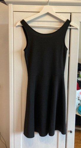 Schwarzes Kleid in der Größe XS