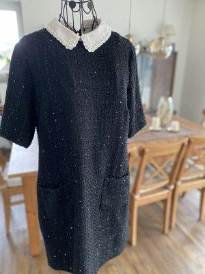 Schwarzes Kleid mit abnehmbaren Kragen von Hallhuber