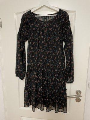 Schwarzes Kleid mit Blümchen