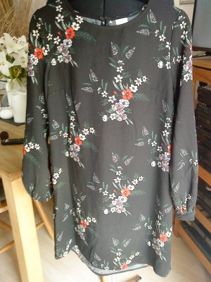 schwarzes Kleid mit Blumenmuster Größe 40