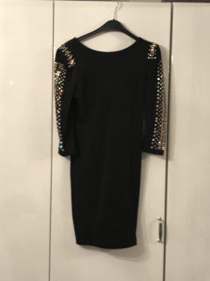 Schwarzes Kleid mit Detail