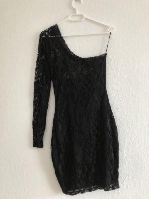 Schwarzes Kleid mit ein Arm