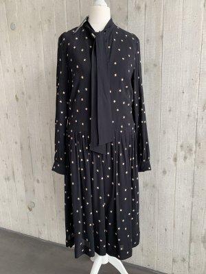 Schwarzes Kleid mit goldenen Sternen