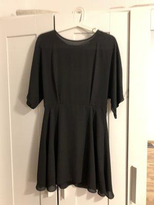 Schwarzes Kleid mit gutem Schnitt