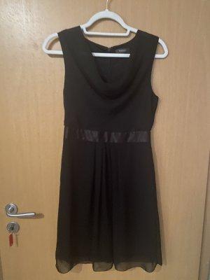Schwarzes Kleid mit Jacke
