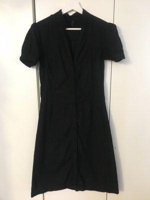 Schwarzes Kleid mit Knöpfen vorne