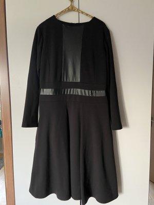 Schwarzes Kleid mit Kunstleder Einsatz Gr 42