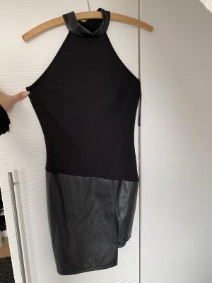 Robe en cuir noir