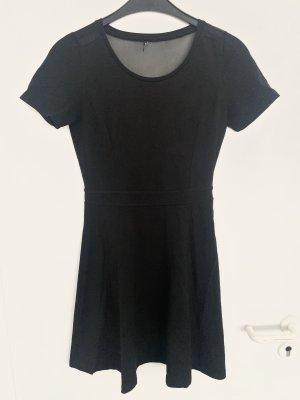 Schwarzes Kleid mit Netzeinsatz im Rücken