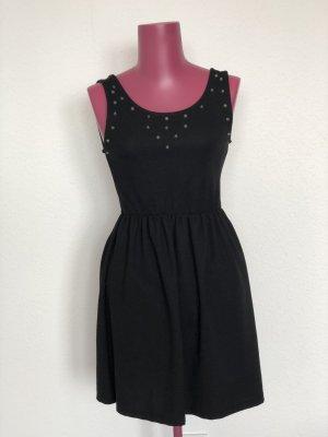 Schwarzes Kleid mit Nieten | Gr. 38