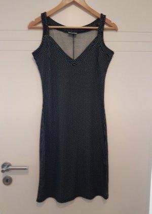 Schwarzes Kleid mit Punkten