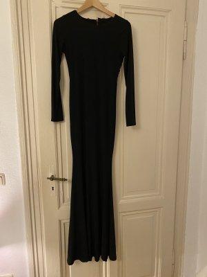 Schwarzes Kleid mit Rückenauschnitt
