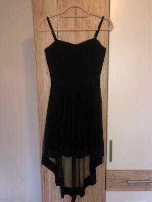 schwarzes Kleid, mit Schleppe hinten