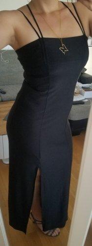 Schwarzes Kleid mit Schlitz (38)