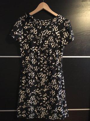 Schwarzes Kleid mit Schmetterlinge