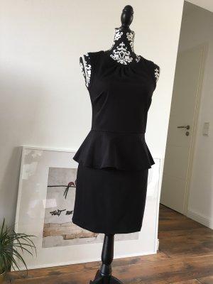 Schwarzes Kleid mit Schößchen