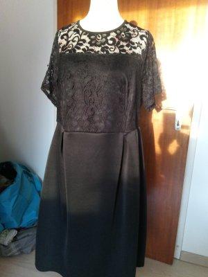 Schwarzes Kleid mit Spitze