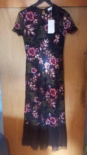 Schwarzes Kleid mit Stickerei