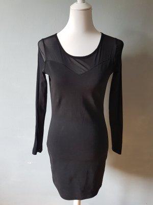 Schwarzes Kleid mit Trandparenten Details