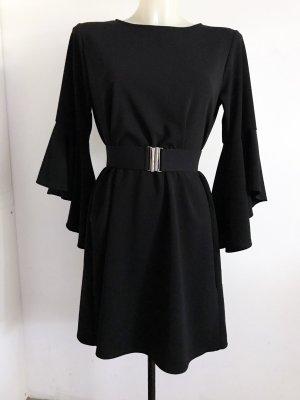 schwarzes Kleid mit Trompetenärmel
