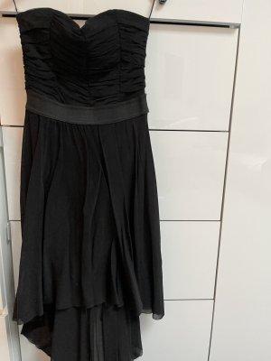 schwarzes Kleid mit Vokuhila Schnitt