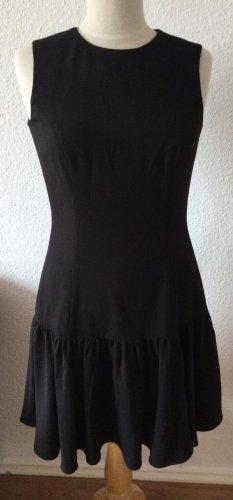 Schwarzes Kleid mit Volants und goldenem Reißverschluss im Rücken