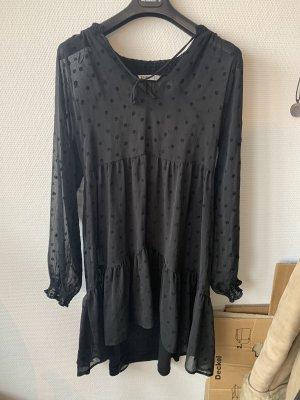 Schwarzes Kleid stradivarius