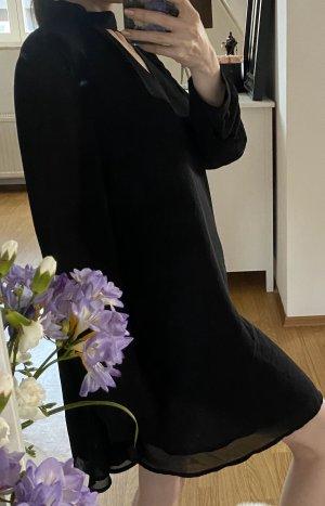 Schwarzes Kleid von GLAMOROUS