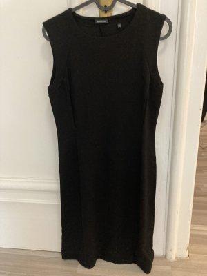 Schwarzes Kleid von Marc O'Polo.