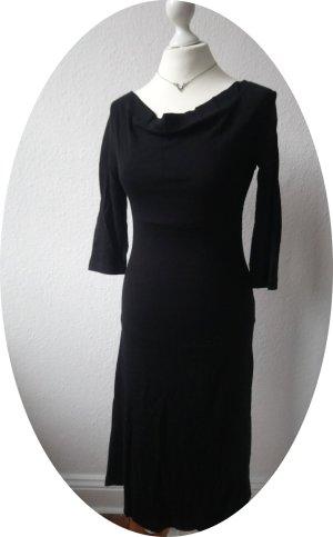 Schwarzes Kleid von Marc O'Polo, figurbetont geschnitten mit halblangen Ärmeln