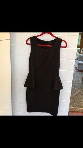 Schwarzes Kleid von Minimum