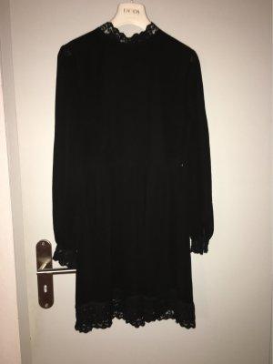 Schwarzes Kleid von Na-kd