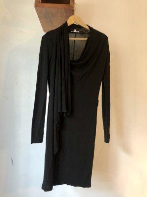 Schwarzes Kleid von Patrizia Pepe