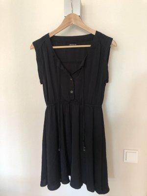 Schwarzes Kleid von Review